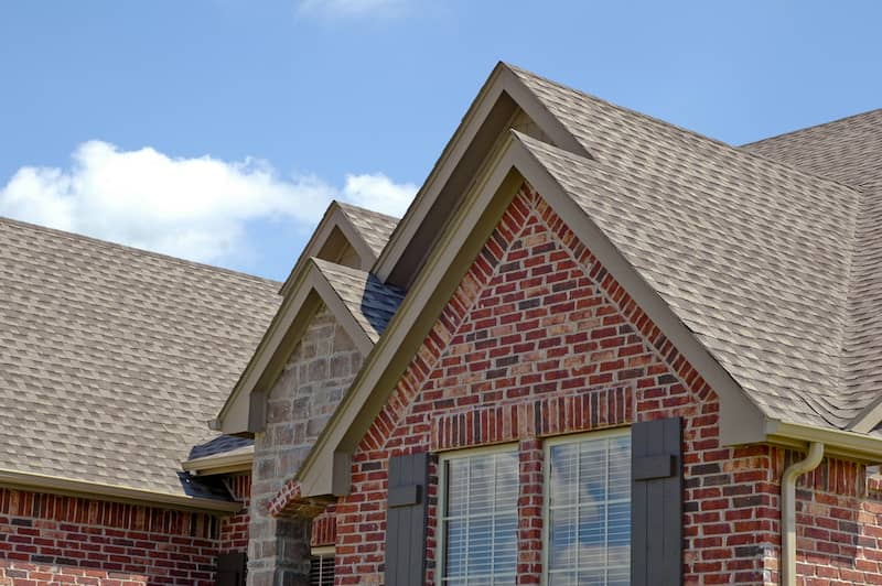 When to Contact Roofing Contractors